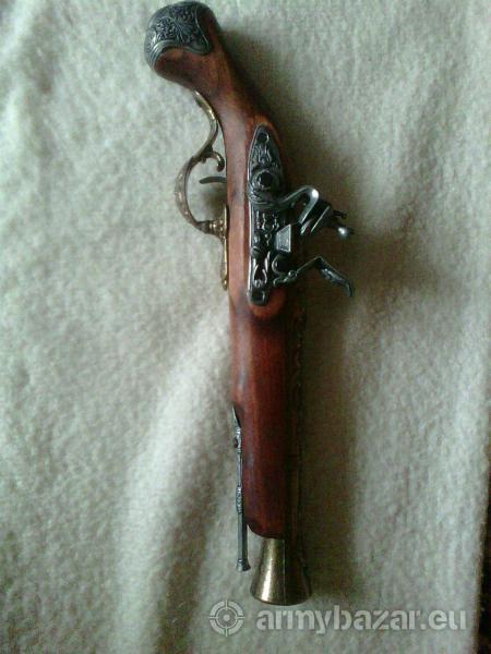predám 2 atrapy perkusných pištolí, aj samostatne